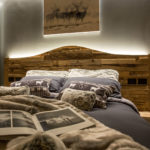 quadro su letto alpine rooms cervinia