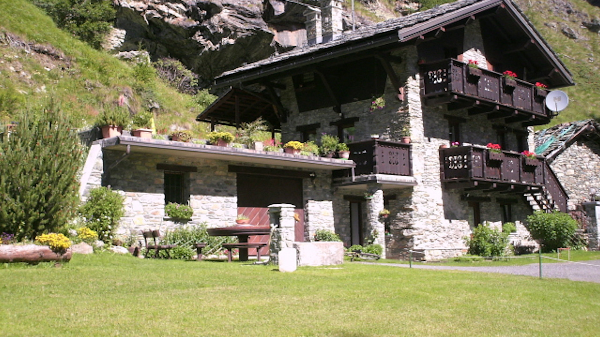 estate chalet la garde alpine rooms cervinia